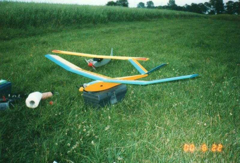 5-szybowiec spalinowy i trenerek fly-boy.jpg