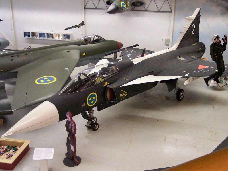 Saab_Gripen_bl.jpg
