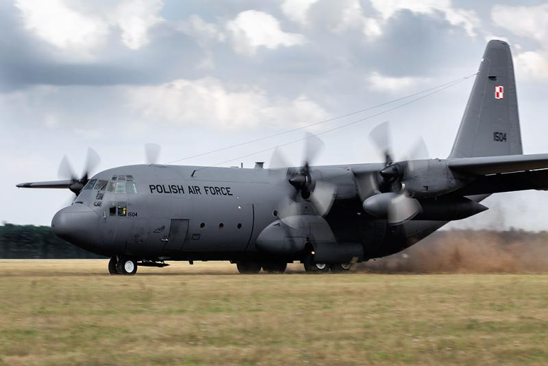 C 130 trawa.jpg