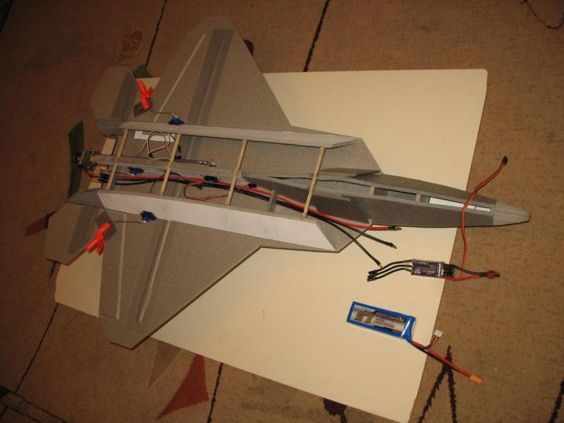 F-22 od spodu.jpg