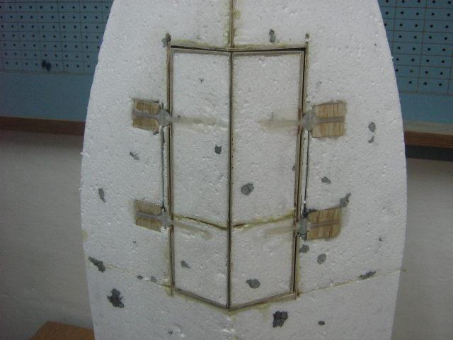 drzwi przedniego podwozia (1).JPG